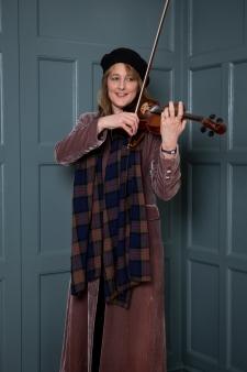 Becky Dellow6 (Emilie Sandy)